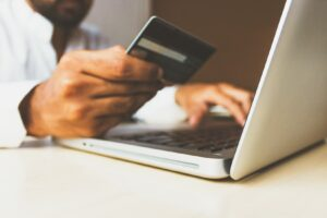 Man online shopping for sales at homedecorey.com